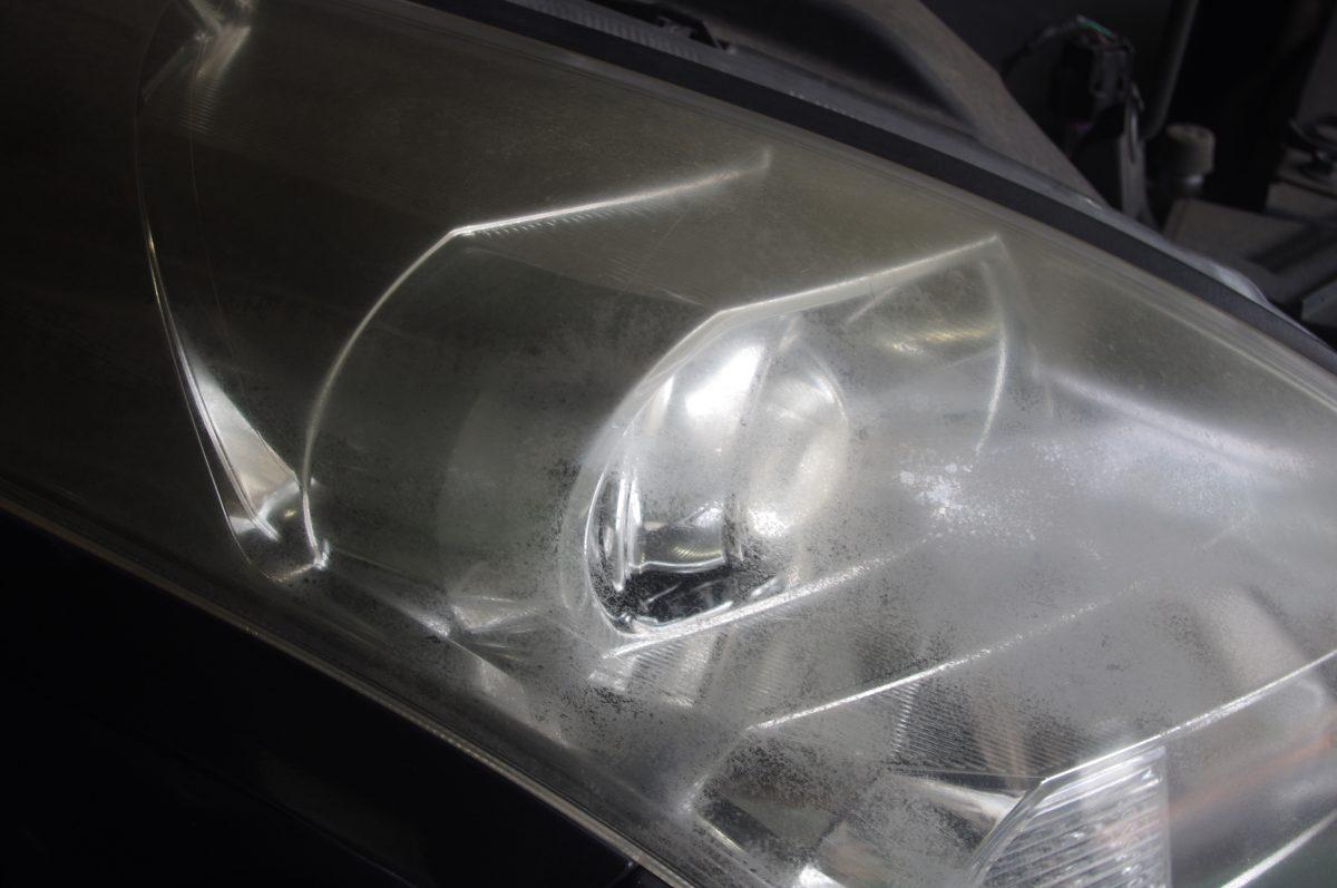 MPVのヘッドライト磨き